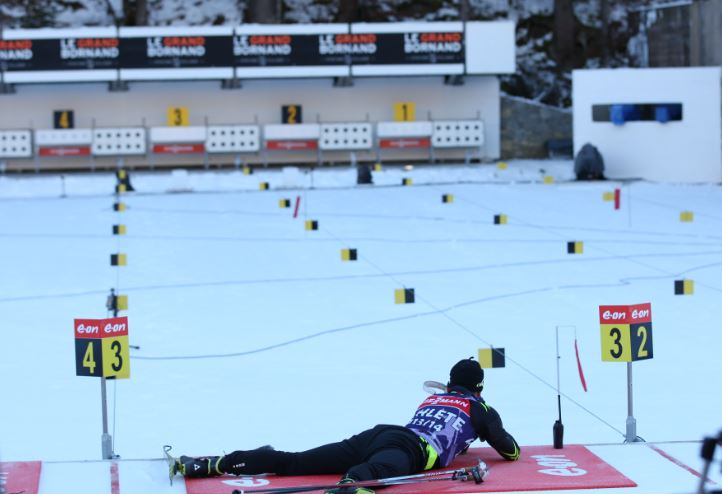 Simon Fourcade face aux cibles du Grand-Bornand.