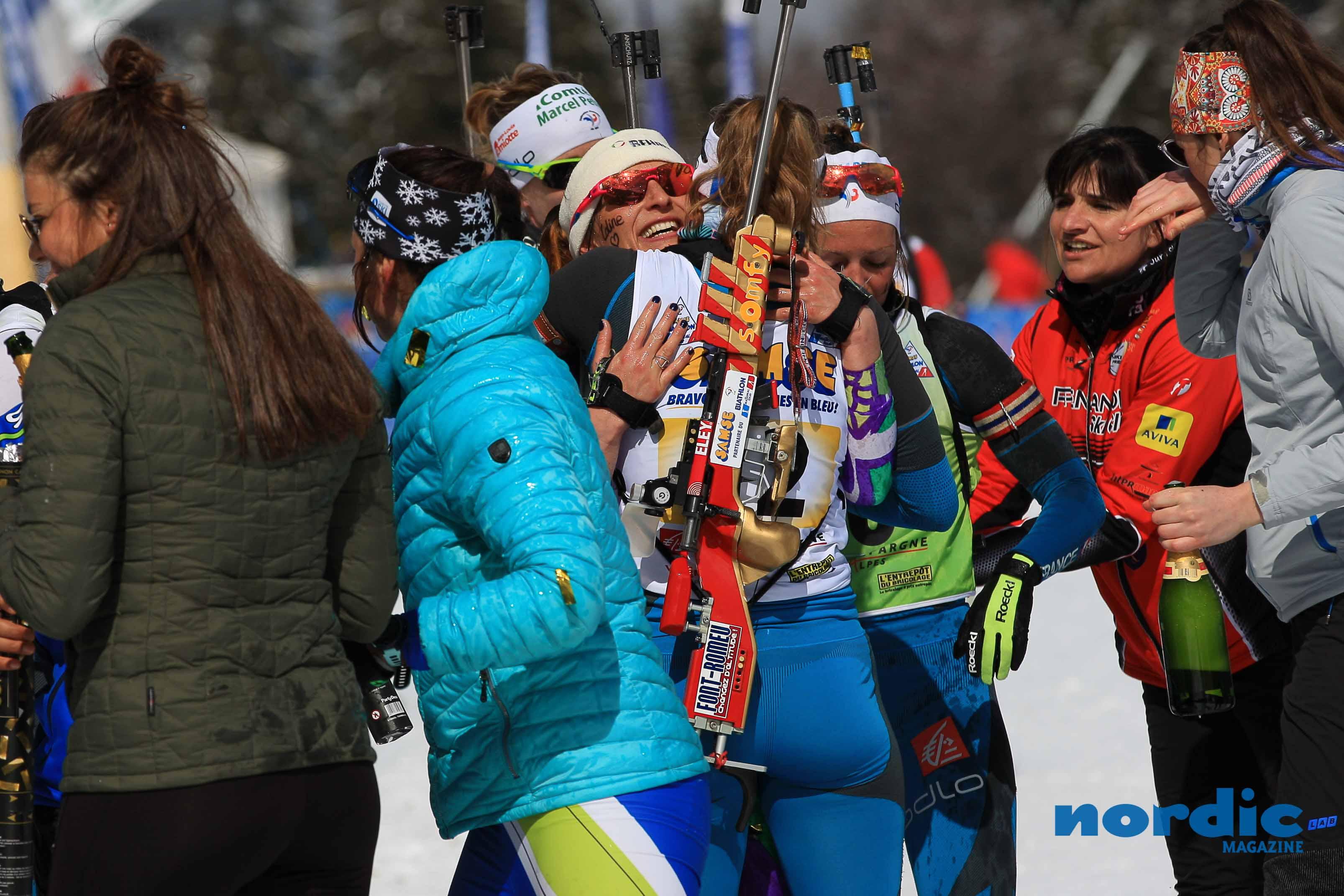 BIATHLON - Julia Simon a remporté le titre de championne de France de la mass-start à Prémanon, devant sa copine de club Justine Braisaz et Anaïs Bescond. Myrtille Bègue titrée en U21 devant Gilonne Guigonnat et Lou Jeanmonnot.
